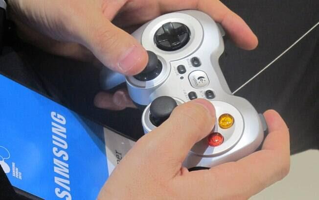 Games podem ser jogados com a ajuda de um controle acessório ou do próprio smartphone do usuário, desde que compatível com a TV. Foto: Emily Canto Nunes/iG São Paulo
