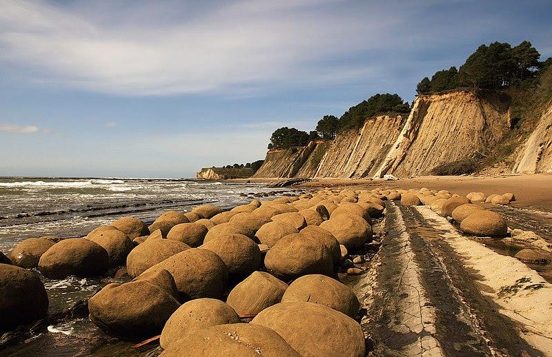 File:Bowling Balls Beach 2 edit.jpg