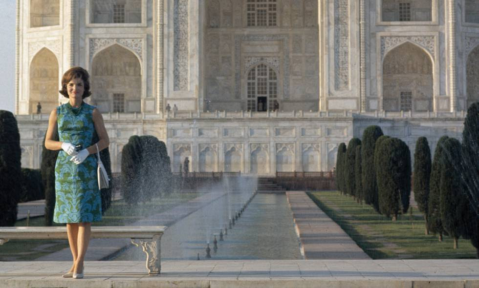 Jackie Kennedy en un viaje oficial a India con un diseño de Oleg Cassini.