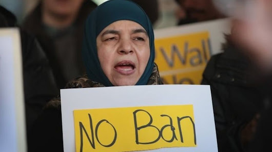 Trump travel ban: Hawaii judge places indefinite hold - BBC News