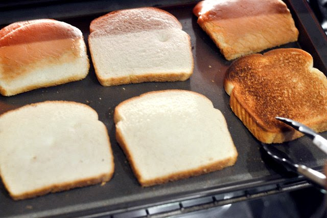 How to Cook Toast in an Oven | LIVESTRONG.COM