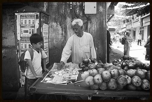 Bhaiyya Tadgolewala at Jain Mandir Road Bandra by firoze shakir photographerno1