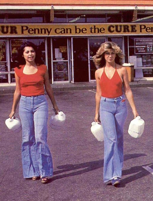 Le Fashion Blog 1970s 70s Street Style Vintage Photos Halter Top Wide Leg Flared Jeans Bell Bottoms Denim Via Tres Blase