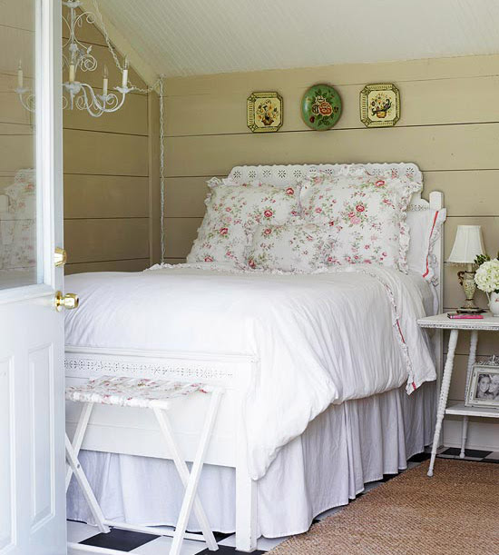 Guest bedroom with pink floral bedding