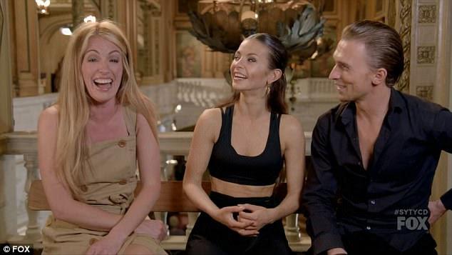 A anfitriã: Cat Deeley se divertiu entrevistando Kristina e Vasily