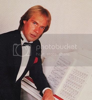 click to go to Richard Clayderman's website