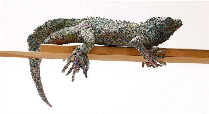 Obras primas com jornal de Chie Hitosuyama