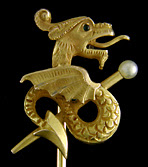Stickpin with a fiery dragon protecting a golden sceptre. (J9055)