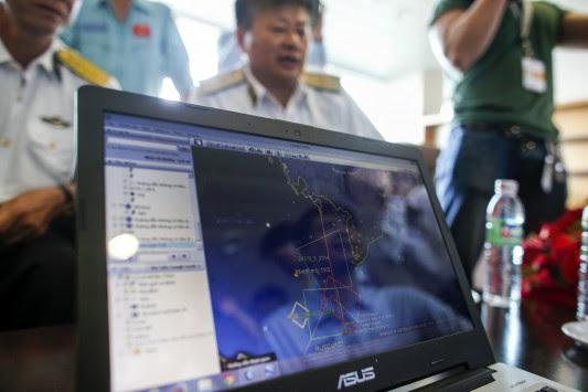 """""""Εμείς εξαφανίσαμε το αεροπλάνο σας""""! - Το e-mail που έσπειρε τον πανικό στη Μαλαισία - Άγριο κράξιμο από Κίνα: Ανεπαρκείς οι έρευνες σας!"""