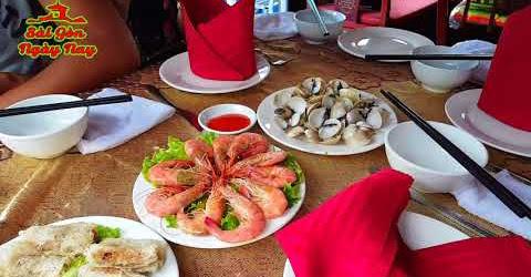 Vui chơi Ăn uống ngắm cảnh trên thuyền quanh Vịnh Hạ Long đẹp nhất Việt Nam