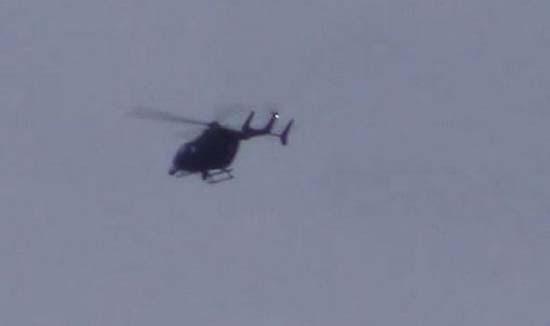 Helicóptero negro persigue ovni