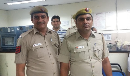 Delhi cops who shot at burglar while trying to nab him donate blood to save him