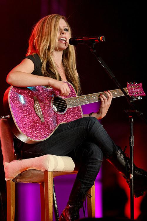 fleamarketpaperbag:  Avril Lavigne