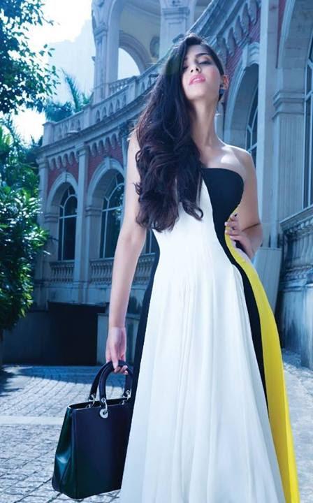 sonam-kapoor-posing-in-strapless-white-gown