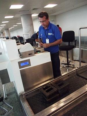 Consórcio Inframérica recebeu dois autos de infração por balanças usadas no aeroporto de São Gonçalo do Amarante (Foto: Divulgação/Ipem-RN)