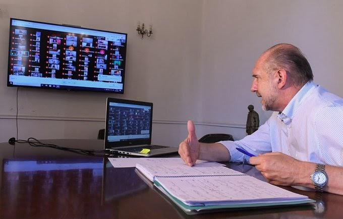 Omar Perotti mantuvo una reunión de trabajo con municipios y comunas a través de videollamada