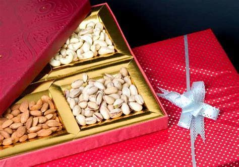 5 unique gifts that you can tag along with wedding