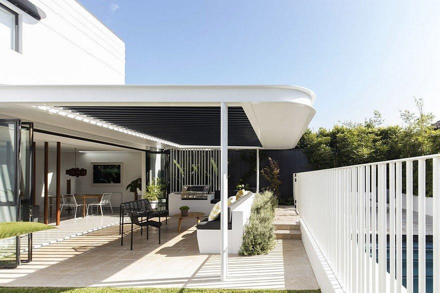 Art Deco House Transformed into a Spacious Modern ...