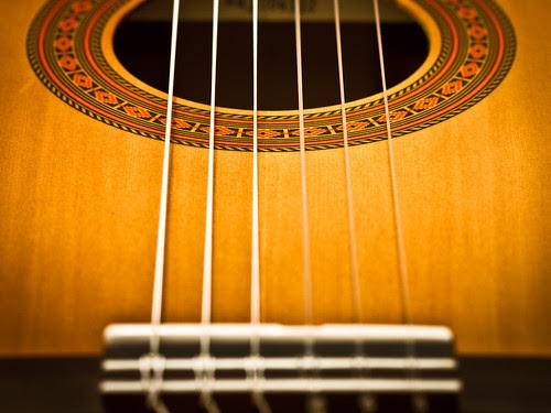 300/365 Guitarra, antigua compañera por Juan R. Velasco