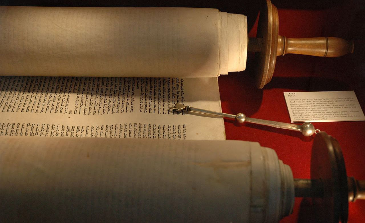 A torah and yad in the museum of the Włodawa Synagogue in Warsaw, Poland. Wikipedia.