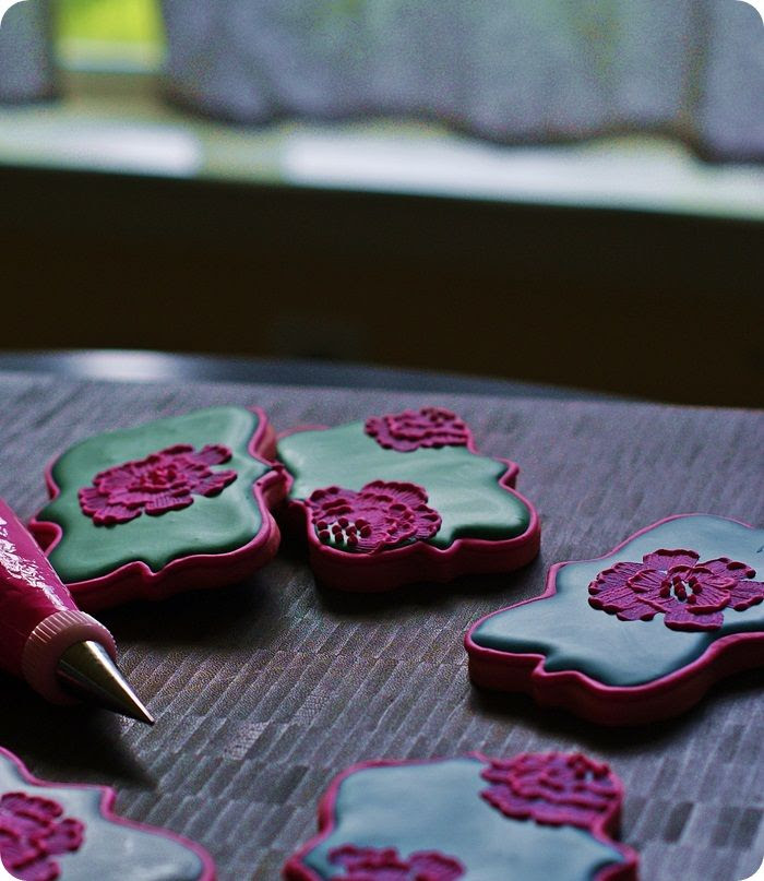 color challenge: bright pink cookies for fall ::: bake at 350 blog
