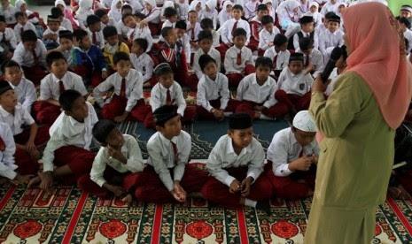 Jam pelajaran agama (ilustrasi)