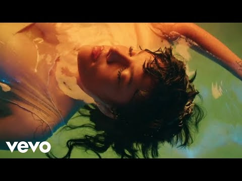 "Halsey - ""Graveyard"" (Video)"