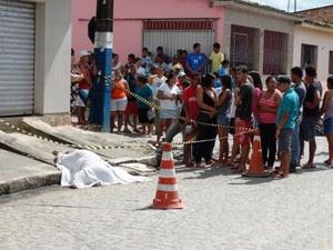 Professora foi assassinada enquanto aguardava condução par ao trabalho (Foto: Severino Carvalho/Gazetaweb)