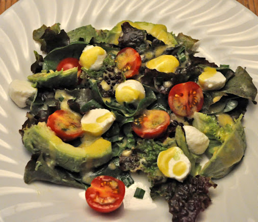 This is a simple salad. I decided to post it because, sometimes, we forget…