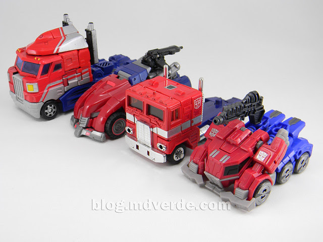 Transformers Optimus Prime Deluxe - Generations FoC - modo alterno vs G1 vs Classics Voyager vs WFC