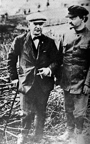 373px-Rakovsky_and_trotsky_circa_1924_trimmed.jpg