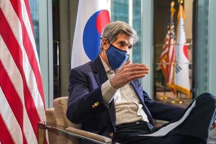 简报:中美发表应对气候危机联合声明;医生称纳瓦尔尼病危