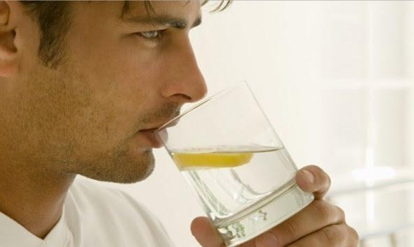 Γιατί πρέπει να ξεκινάτε την ημέρα πίνοντας νερό με λεμόνι
