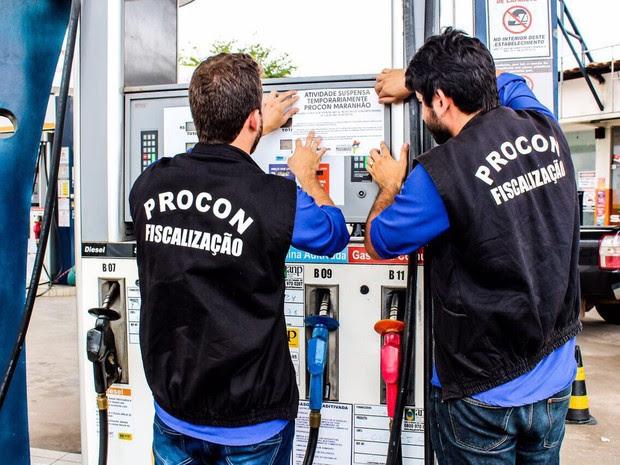 O posto teve o tanque de gasolina interditado por apresentar gasolina adulterada em São Luís (Foto: Divulgação/ Procon/MA)
