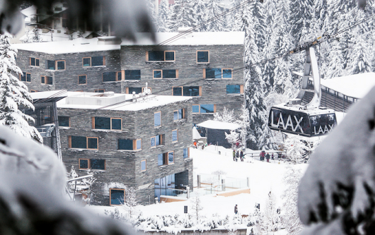 Enjoy the amenities of a four-star hotel in an apartment in Laax