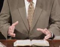 Estudo revela que a maioria dos pastores creem que a Bíblia trata de temas atuais, mas não falam sobre eles nas igrejas