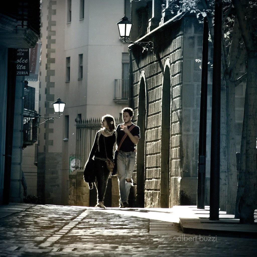 llum de tarda en un carrer