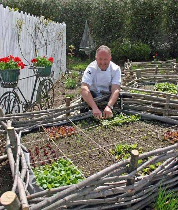 Garden-Bed-Edging-Ideas-AD-15