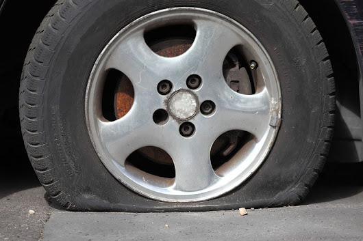 Steps to Take If You Get a Flat While Driving