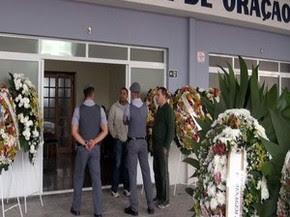 Velório do sargento Brito reuniu familiares e amigos, entre eles policiais de Piracicaba (Foto: Edijan Del Santo/EPTV)