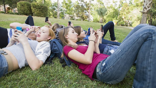 Texting with teachers: How to set social media boundaries for kids