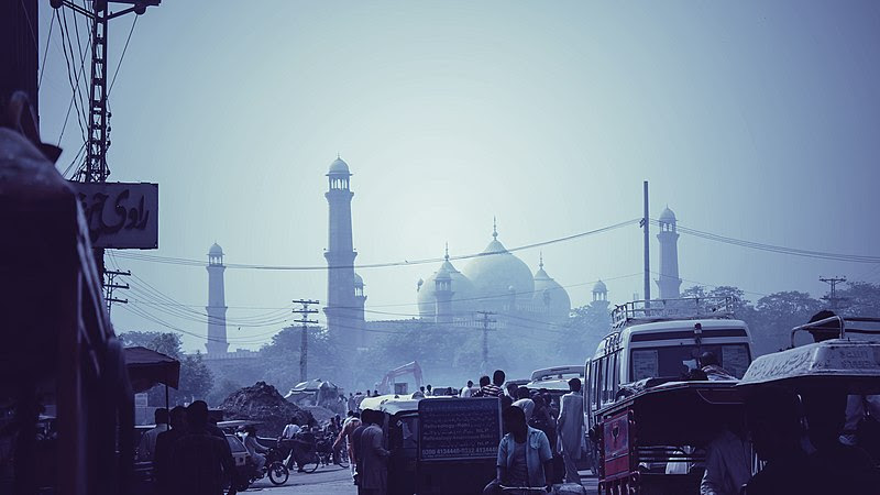 File:The Mosque from the Streets.jpg