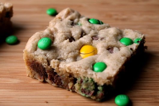 St. Patrick's Day Cookie Bar - Foody Schmoody Blog