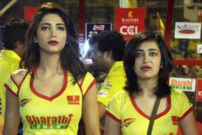 Image result for akshara haasan and shruti haasan