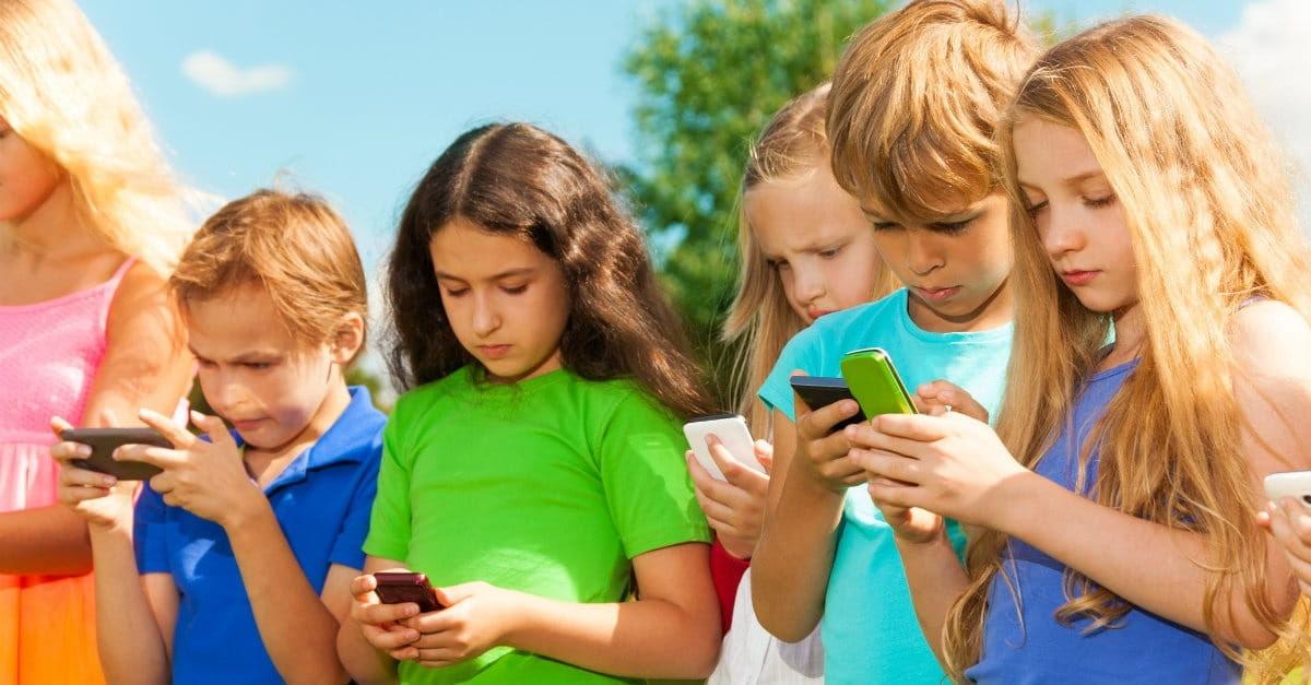 Αποτέλεσμα εικόνας για child play pokemon phone