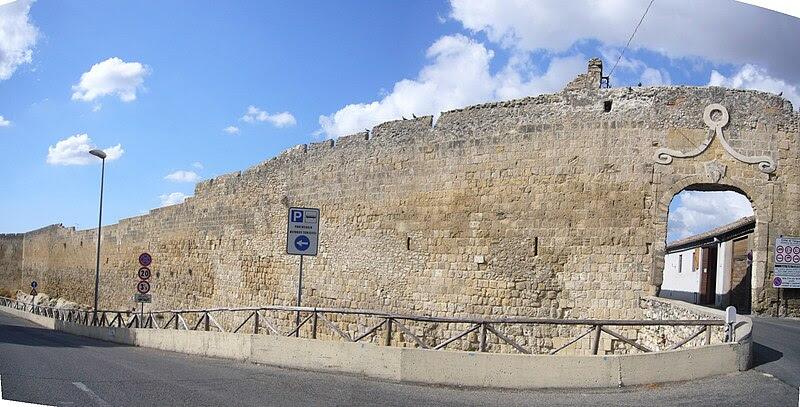 Fil: Tarquinia - mura 1180379-80.JPG