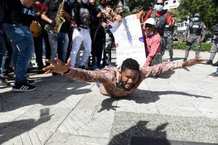 CANTANTES Y MÚSICOS PROTESTAN POR EXCLUSIÓN DE AYUDA DEL GOBIERNO