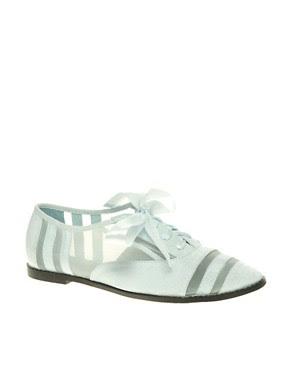 Imagen 1 de Zapatos con detalle de malla y lazo MACEY de ASOS