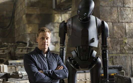 "Alan Tudyk on Star Wars cosplay: ""Why not be Slave Leia? My dad was!"""