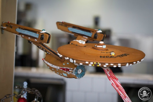 'Star Trek' Gingerbread U.S.S. Enterprise Recreation (Photos) - Geeks of Doom